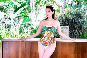 Khoe vòng 1 nở nang như muốn bung ra khỏi bikini, Tâm Tít bị hỏi vặn: 'Đã xin phép chồng đăng ảnh này chưa?'