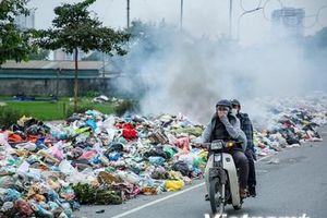 Hà Nội: Kỳ lạ chuyện rác 'bủa vây' đường, quây kín cả xế hộp
