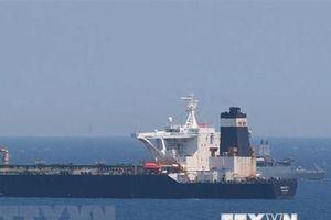 Video cảnh tàu chở dầu của Iran bị Anh bắt giữ ngoài khơi Gibraltar