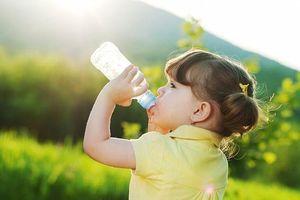 Các biện pháp phòng tránh mất nước cho trẻ ngày hè