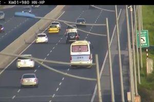 Tài xế dừng xe khách giữa cao tốc bị phạt 5,5 triệu, tước GPLX 3 tháng