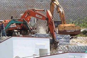 Khánh Hòa: Đã chính thức tháo dỡ bức tường chắn khổng lồ xây trái phép bên vách núi
