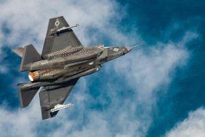 Khoảnh khắc tiêm kích F-35C bắt đầu bay với tốc độ siêu thanh