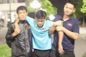 Cầu thủ U18 chuột rút sau trận đấu với U23 Việt Nam