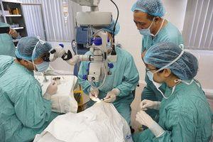 Bệnh viện Trung ương Huế: Lần đầu đến nhà người mới qua đời lấy giác mạc ghép cho 2 bệnh nhân