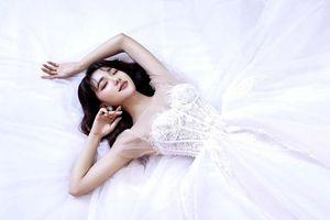 Bạn gái tin đồn Phan Văn Đức đăng ảnh váy cưới, dân mạng 'lót dép' hóng tin mừng