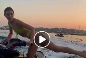 Kendall Jenner mặc bikini, tung người đá bay nắp chai gây bão cộng đồng mạng