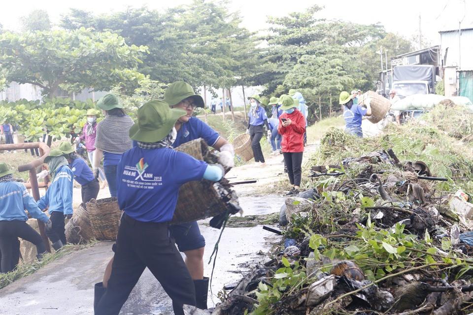 500 chiến sĩ tình nguyện hồi sinh con kênh 'chết' ở huyện Hóc Môn