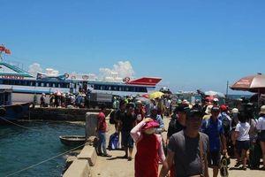 Khách du lịch ra đảo Lý Sơn sẽ phải đóng phí