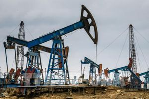 Giá dầu tăng khoảng 2%