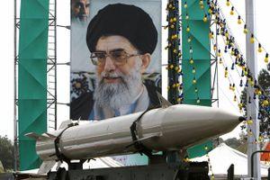 Iran đe dọa căn cứ Mỹ nằm trong tầm ngắm tên lửa