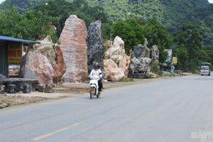 Chùm ảnh: Chiếm lề đường Hồ Chí Minh làm nơi trưng bày đá cảnh