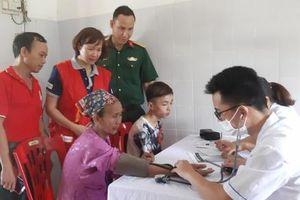 Yên Thủy, Hòa Bình: Trên 300 người được khám bệnh nhân đạo