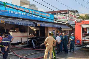 Hỏa hoạn thiêu rụi hai căn nhà tại TP HCM