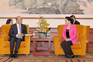 Chủ tịch Quốc hội tiếp lãnh đạo các doanh nghiệp tại Bắc Kinh