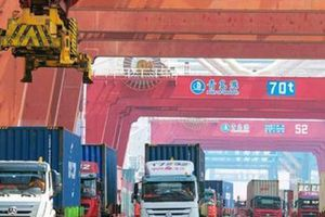 Việt Nam xuất siêu tới 1,6 tỷ USD trong 6 tháng đầu năm: Cần cẩn trọng
