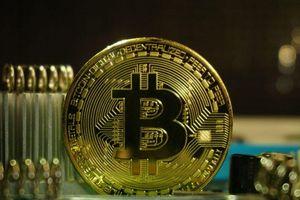 Giá Bitcoin sắp cán mức 13.000 USD