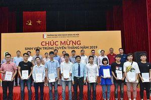 81 sinh viên đầu tiên khóa K64 Đại học Bách khoa Hà Nội nhận học bổng 30 triệu đồng/suất
