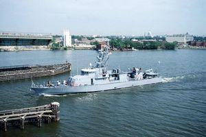 Trên tàu tuần tra Mỹ canh chừng Iran ở Trung Đông