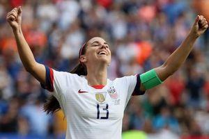 Cầu thủ nữ nhảy lắc mông ăn mừng chức vô địch World Cup