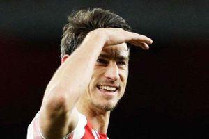 Arsenal tức giận vì đội trưởng tự ý bỏ du đấu và đòi ra đi