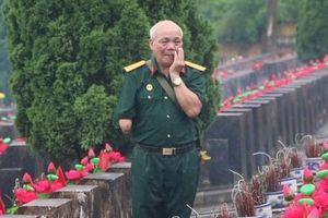Nghẹn ngào đội mưa viếng đồng đội trước ngày Giỗ trận 12-7 ở Vị Xuyên