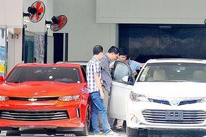 Ô tô, xe máy nhập khẩu về TPHCM tăng cao
