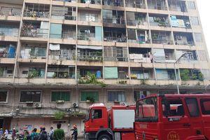 Giải cứu gần 30 người mắc kẹt trong đám cháy ký túc xá ở TPHCM
