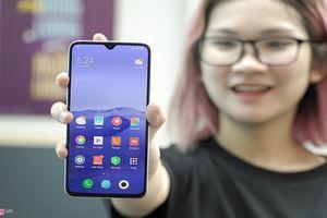Cận cảnh Xiaomi Mi CC9 camera selfie 32 MP giá 7 triệu đồng
