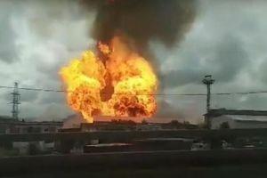 Lửa cháy ngút trời tại nhà máy điện gần Moscow