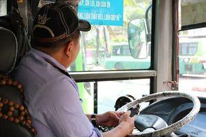 Tài xế xe buýt đánh lái 'xuất thần' húc ngã nhóm cướp: Bà con tưởng tôi ngủ gục đâm vào vỉa hè