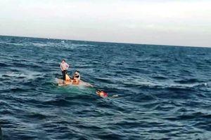 Tàu chở 15.000 lít dầu chìm gần đảo Cồn Cỏ