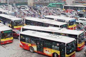Thiếu hạ tầng, xe buýt Hà Nội sẽ bị thất thế