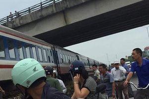 Bị tàu hỏa đâm nguy kịch vì vừa vượt đường sắt vừa nghe điện thoại