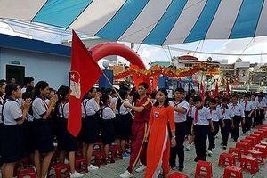 Học sinh ở Sài Gòn tựu trường vào ngày 19/8