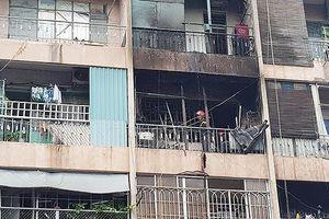 Cháy ký túc xá ở Sài Gòn, hàng chục người mắc kẹt