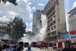 Giải cứu hơn 28 người bị mắc kẹt trong đám cháy ký túc xá Cao đẳng Kỹ thuật Cao Thắng TP. HCM
