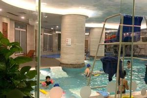 Bé gái may mắn thoát 'lưỡi hái thủy thần' khi đi bơi trong khách sạn Candle