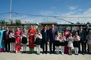 Bộ trưởng Tô Lâm thăm trường học mang tên Chủ tịch Hồ Chí Minh tại Thủ đô Ulan Bator