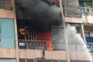 TP.HCM: Cháy lớn tại ký túc xá, hàng chục người mắc kẹt