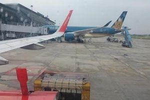 Máy bay đi nhầm vào đường lăn đang tạm dừng khai thác