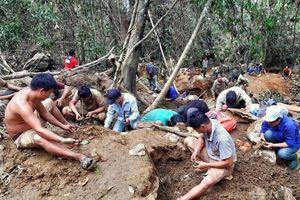 Những phận người đi đào vận may trên núi 'đá quý' ở Yên Bái