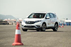 Honda CR-V vẫn vượt mặt Mazda CX-5 sau 'lỗi' cứng chân phanh