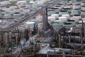 Giá dầu tăng cao do căng thẳng tại Trung Đông và ảnh hưởng bão Barry