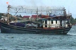 Liên tiếp tàu cập cảng Cửa Tùng bị mắc cạn