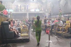 Phát hiện ma túy ném vung vãi trong quán bar
