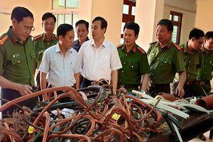 Trắng đêm truy bắt kẻ cắt trộm gần 100 kg dây cáp điện ở Nam Định