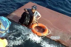 Kịp thời cứu 32 ngư dân Trung Quốc gặp nạn ở Trường Sa