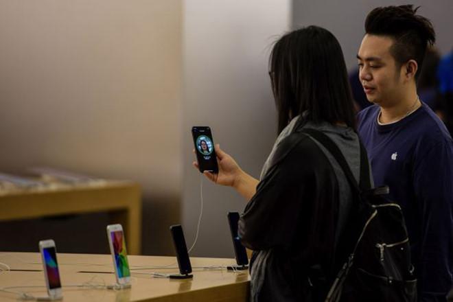 iPhone 2020 sẽ dùng cụm tai thỏ nhỏ hơn