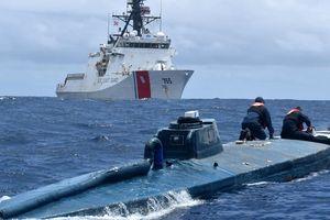 Tuần duyên Mỹ đua tốc độ bắt tàu ngầm chở gần 8 tấn cocaine